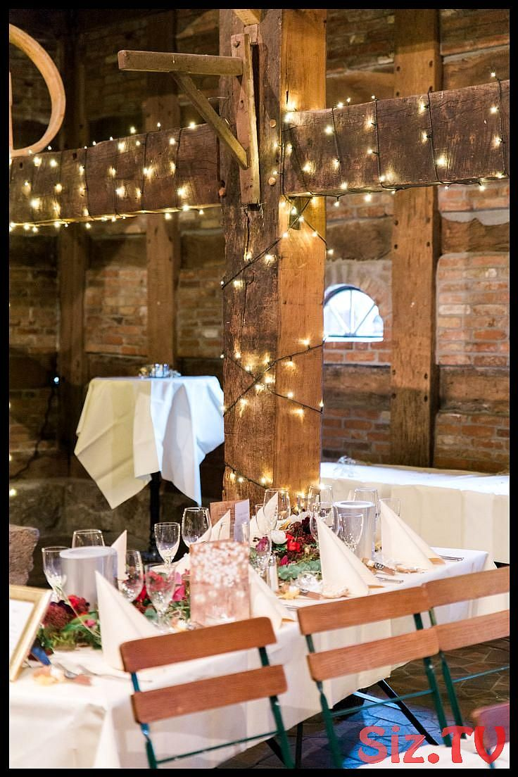 Rustic winter wedding in red Rustic winter wedding in red Table decoration winte…