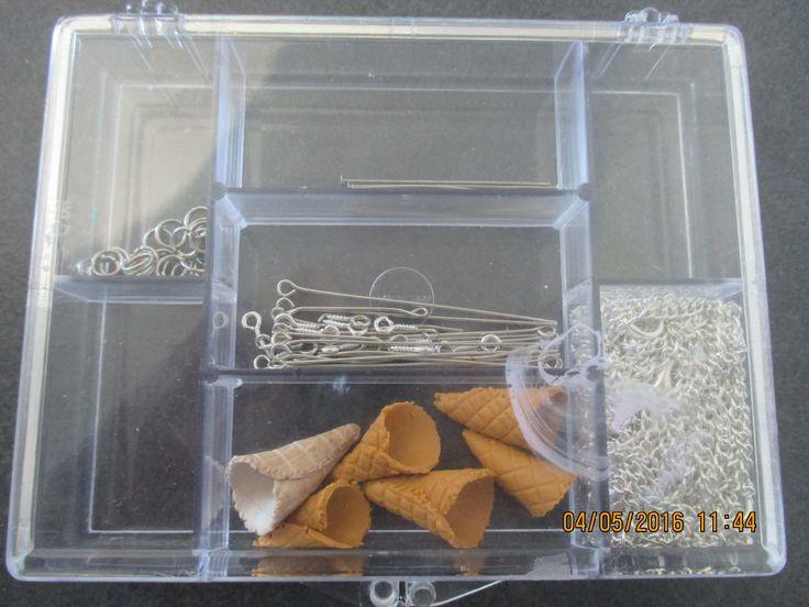 Conseil #1 Je vous conseil de mettre vos connes de glace deja preparer dans une boite avec vos clou a oeil,clou a tete plat ,chaine,et autre suport ...et aussi vos anneaux comme sa pour le montage c'est beaucoup plus simple