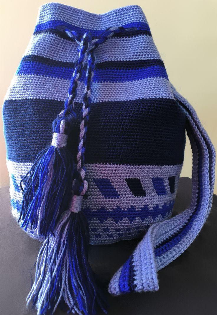 Bolso de inspiración Wayuu. Totalmente artesanal en tonos azules. Acepto encargos y hago envios.