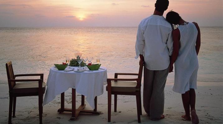 Romantisk middag på sandbanke ved Angsana Ihuru, Maldiverne