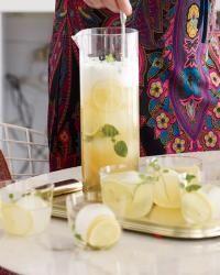 Cocktails für eine Menschenmenge: 12 Krug Getränke für Ihre nächste Party   – Thirst
