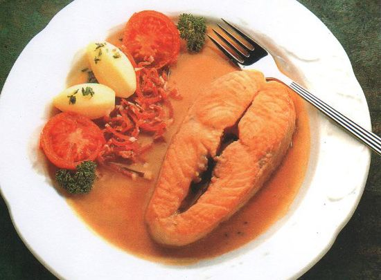 Salmón a la Ribereña: Asturians cook salmon in many different ways, but salmon baked with cider, a staple of Asturian gastronomy, is arguably the most representative. Though the usual cut for this recipe is salmon steaks, I often prepare it with fillets instead.