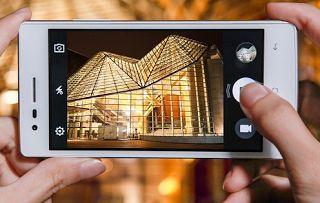 Rizkyzone.com – Satu lagi nih produk Smartphone yang murah namun berkualitas telah meluncur di pasaran, yakni Smartphone Oppo Neo 5. Produk ini memang tidak termasuk ke dalam jajaran ponsel pintar murah pabrikan Oppo Mobile, hal ini dikarenakan harga dari Oppo Neo 5 ini masih sekitar 2 jutaan. Akan tetapi kualitas serta performa yang cukup menarik
