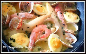Huevos En Salsa Verde  Con Almejas Y Langostinos
