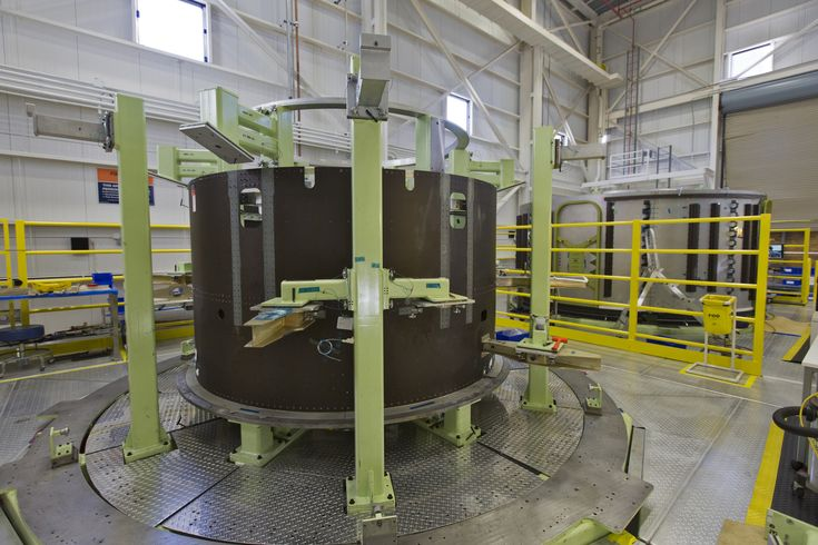 https://flic.kr/p/F5zKCC   KSC-20171030-PH_KLS01_0233   Two of Boeing's CST-100 Starliner Service Modules undergo processing inside the company's Commercial Crew and Cargo Processing Facility at NASA's Kennedy Space Center in Florida. The Starliner will launch astronauts on a United Launch Alliance Atlas V rocket to the International Space Station as part of NASA's Commercial Crew Program. Photo credit: NASA/Kim Shiflett NASA image use policy.