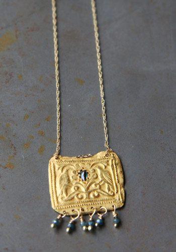 Collier style antique en or jaune et daiamnt bleus de Esther pour l'atelier des bijoux créateurs