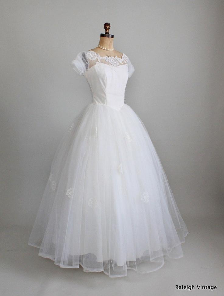 416 best Wedding images on Pinterest | 1950s dresses, Bridal dresses ...