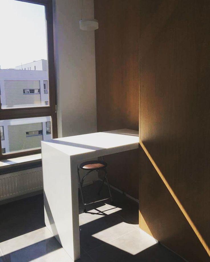 Mamy nadzieję że korzystacie z ostatnich promyków słońca. Przed wami ściana z nałożonym panelem wyfornirowanym. #panel #fornir #ściana #design #decor #work #biel #white #instaphoto #instasize #likeit #wpracy #warsaw #warszawa #meble #furniture
