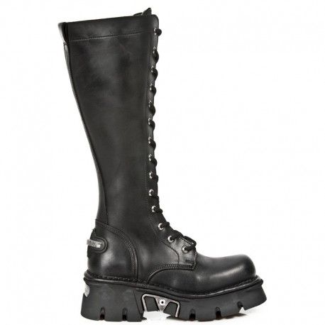 BLACK LEATHER LACE UP MILITARY STYLE BOOTS THAT FASTEN WITH A FULL LENGTH ZIP ON THE INNER SIDE. http://www.tribugotica.com/en/newrock/284-knee-high-lace-up-commando-boots-reactor-black.html?utm_campaign=crowdfire&utm_content=crowdfire&utm_medium=social&utm_source=pinterest