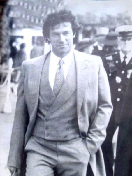 The suit wears Imran Khan.