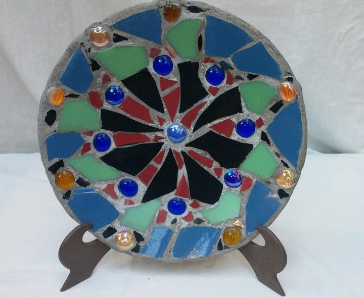Encontrá PLATO MOSAICO  desde $180. Decoración, Arte y más objetos únicos recuperados en MercadoLimbo.com. http://www.mercadolimbo.com/producto/1899/plato-mosaico