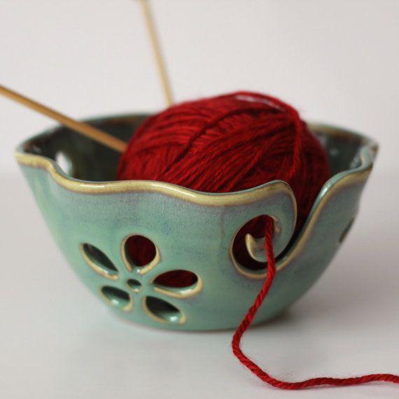 Ruffled Flower Ceramic Yarn Bowl Yarn Bowl par andersenpottery