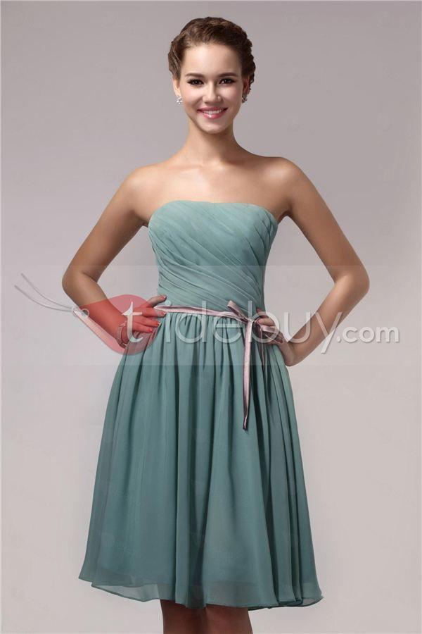 Taidobuyはお客様のために高品質なストラップレスリボン飾り膝丈プリーツブライズメイドドレスを提供いたします。その価格は7532円で買えます。