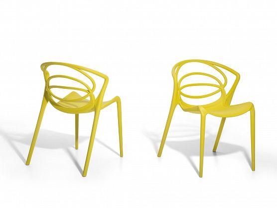 Yellow plastic chair for living room or garden https://www.beliani.ch/stuehle/gartenstuhle/gartenstuhl-oliv-plastikstuhl-wohnzimmerstuhl-essstuhl-bend.html