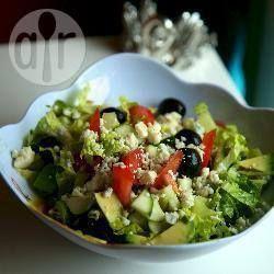 Zdjęcie do przepisu: Grecka sałatka z awokado