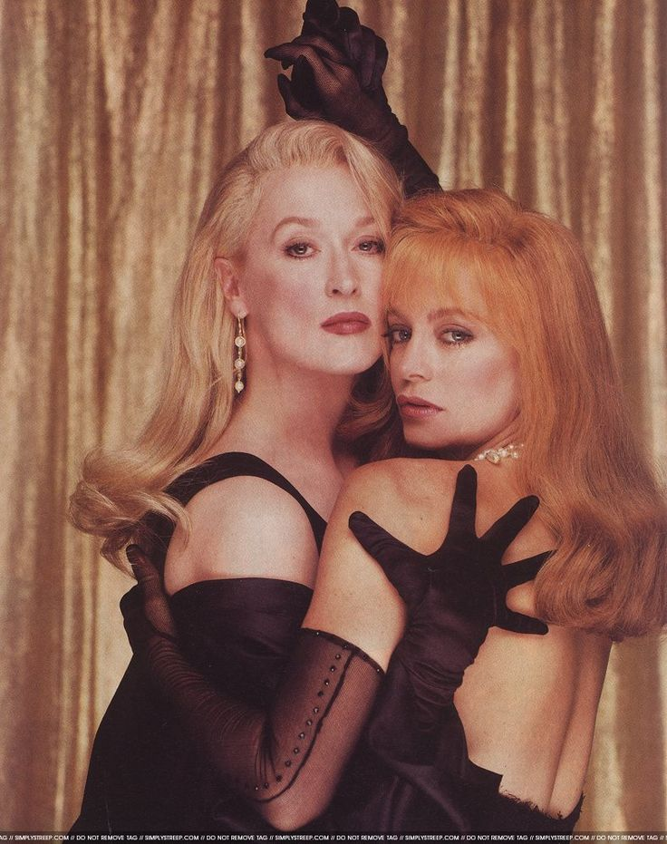 I belieeeeeve the name of this movie is Death Becomes Her. And it is utterly, trampily, campily, ridiculously kitsch, but also, I love Goldie in it, because it's the last time her face looked like a face. :-( Needless to say, Meryl's face will ALWAYS look like a face, bless her heart.