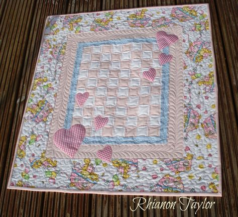 The Nifty Stitcher: Hearts Baby Quilt Tutorial