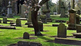 """TIDAK BOLEH MELAKUKAN SHALAT DI 10 TEMPAT BERIKUT (Edisi 1)   1. Kuburan yaitu suatu tempat yang dimakamkan di dalamnya satu orang manusia. (Rasulullah shallallaahu 'alayhi wa sallam bersabda): """"Allah telah melaknat kaum Yahudi dan Nasrani!! Mereka telah menjadikan kuburan para nabi mereka sebagai masjid.""""(H.R. al-Bukhari dan Muslim) 2. Masjid-masjid yang dibangun di atas kuburan (Rasulullah shallallaahu 'alayhi wa sallam bersabda): """"Sesungguhnya mereka itu (kaum Nasrani) jika ada di…"""