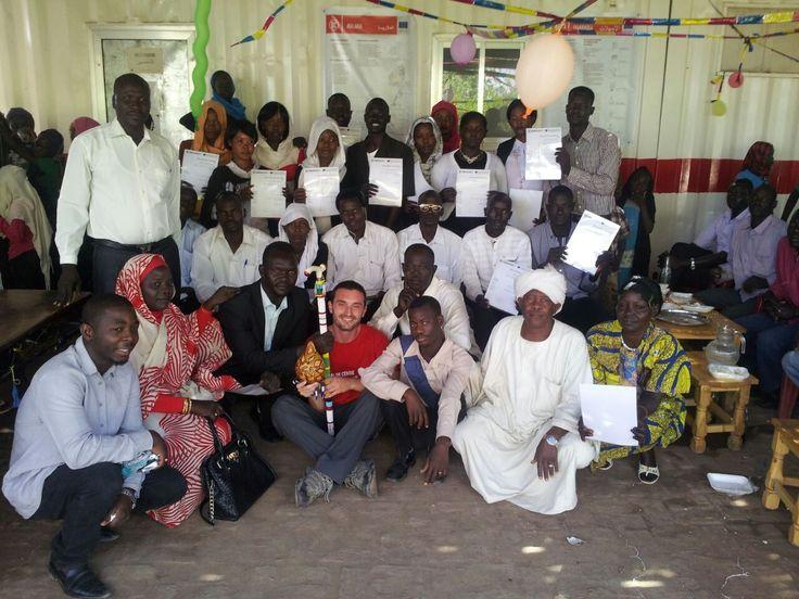 """Nel campo profughi Mayo, #Sudan, abbiamo formato 47 volontari impiegati come """"sentinelle"""" per la promozione della sanità e della medicina preventiva: grazie alla formazione ricevuta, sono in grado di riconoscere segnali di pericolo o bisogno di cure nei bambini del campo, per intercettare le malattie nella loro prima fase e riferire i bambini a rischio al nostro Centro pediatrico. Questo progetto è stato co-finanziato dall'Unione Europea (#EuropeAid)."""