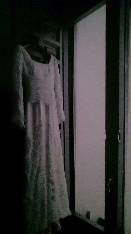 Espectacular, Impresionante... Mi vestido de novia - Teresa Palazuelo (creado con ella) 2008 (Vestido talle imperio con aplicaciones de terciopelo bordado hilo plata y cola alta. La tela, que fue el motivo que me hizo inclinar x ésta diseñadora, era del siglo XIX!!!  me enamoré en cuanto la vi!!! y a partit de ahí empezamos a crear...