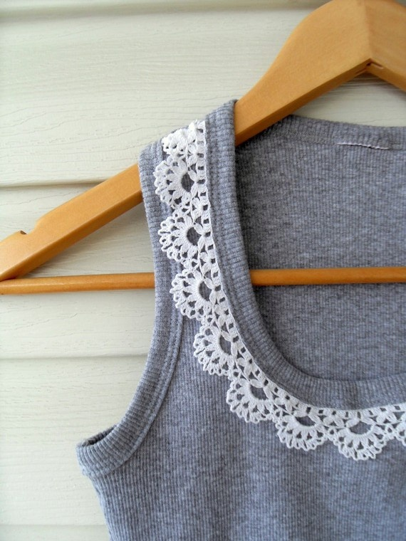 add lace to a t-shirt. a simple refashion.