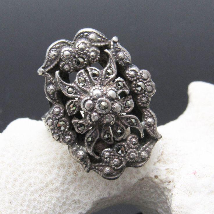 Marcasita esterlina anillo Art Deco joyería período R7392 de PurpleDaisyJewelry en Etsy https://www.etsy.com/es/listing/461810142/marcasita-esterlina-anillo-art-deco
