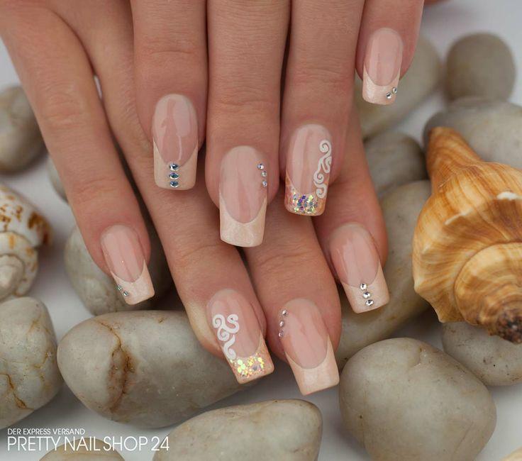 #nails #nailart #pastell #uvgel Sommerliche Nägel hat sich meine Kollegin Sina für ihren Urlaub gezaubert. Mit den Farbgelen Glimmer pastell-peach und crystal peach könnt ihr dieses Design ganz einfach nacharbeiten. Lasst Euch inspirieren! Eure Janne