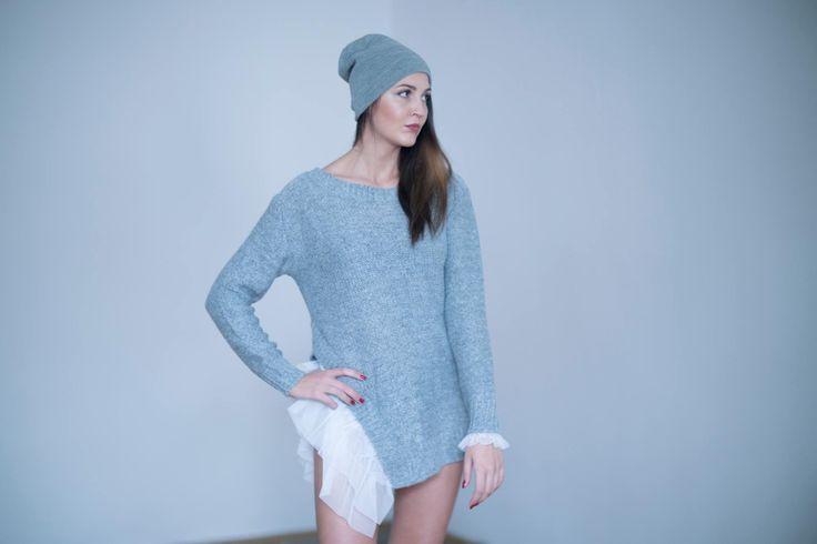 Dziewczyny specjalnie dla Was sweter TIUL. 🙋🏽🙋🏼🙋🏻 Dostępny w kolorach : szary,biały,czarny. Sweter z tiulem na boku jest hitem tej jesieni.Długi rękaw zakończony tiulem. 🍂🍁🍂  Girls especially for you sweater tulle. Available in colors: gray, white, black. Sweater is a hit in autumn