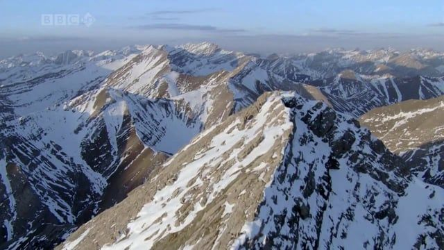 """""""Pregunta a las montañas""""  es un tema vocal bastante críptico en su letra que presenta alguna clase de desengaño amoroso mezclado con un secreto que solo las montañas, las fuentes y los arroyos pueden revelar."""