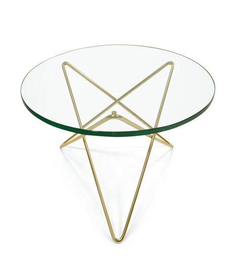 Soffbord Mini O Table designat av Dennis Marquart. Snyggt och elegant bord med underrede i mässing och bordsskiva av grönt glas. Bordet finns i en större storlek och heter O Table och även i fler utföranden: underrede i svart eller stål med bordsskiva av