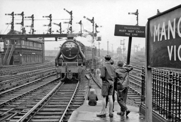 Manchester Victoria & Exchange, with train-spotters - 1960