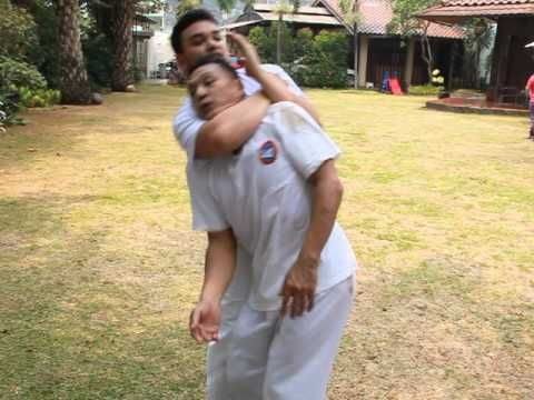 ESCAPING FROM A REAR NAKED CHOKE