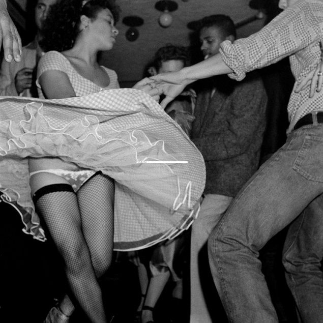 """I Vikings si ispiravano ai """"Del Vikings"""", il primo gruppo di rock'n'roll composto sia da bianchi che da neri, e ne facevano parte un centinaio di membri che dettavano legge in alcuni quartieri parigini. Questa gang era nota soprattutto per la passione smisurata per le feste, il ballo e il """"Pento"""", un tipo di brillantina francese molto in voga all'epoca; uno dei Vikings, Petit Jean."""
