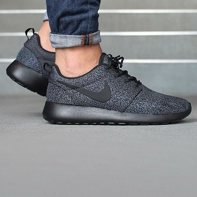 Nike Roshe Run Print Rosherun Flyknit Casual Black OG New in Box! size in  Clothing, Shoes & Accessories, Women's Shoes, Athletic