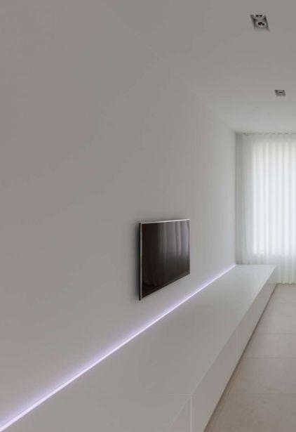 Linear   by Filip Deslee
