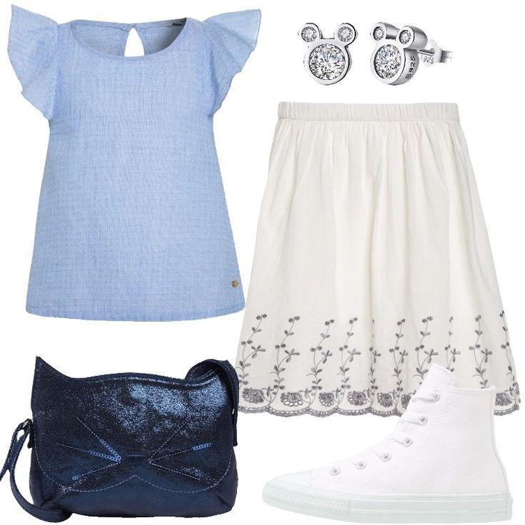 L'outfit è composto da una camicetta con scollo tondo, una gonna a campana, un paio di Converse bianche, una borsa a tracolla e da un paio di orecchini.