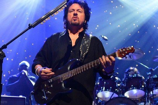 """Steve Lukather zenei pályája kiváló segítőjének tartja a Transzcendentális Meditáció gyakorlatát. Saját bevallása szerint """"a meditáció ad nekem energiát!"""" http://csend.be/Steve-Lukather-TM"""