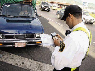 """Presidente: """"No deben circular carros después del mediodía en zonas con alerta roja"""""""