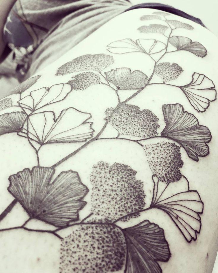 Wild Leaf! Close Up!   Done @candicebodyart - Neuchâtel - Suisse    #wildstyleflower #wildflower #flowerstattoo  #fleur #tatouagedefleur #tatoueur #tattooer #tattooer #tattooartist #tattooart #tattoodesign #artistetatoueur #inkedbyguet #design #dotwork #dotworker #dotworktattoo #designtattoo #guet #graphism #graphictattoo #blackwork #blacktattoo #blackworker #blacktattooart #sorrymummytattoo #cabdicebodyart #neuchatel #suisse #tattrx #tttism