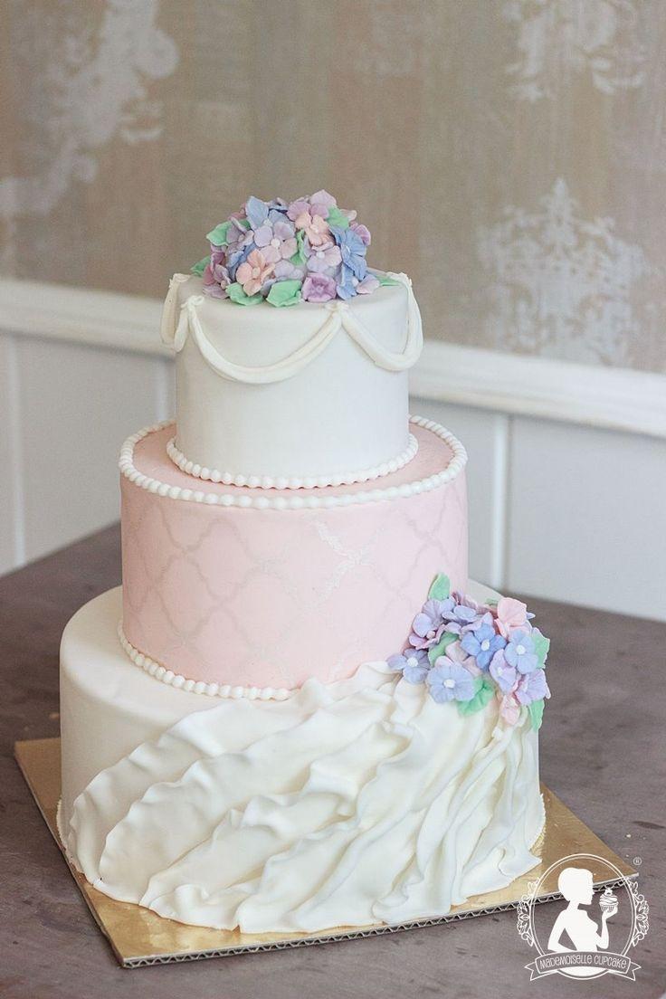 Vintage wedding cake - light pink and white, hydrangeas