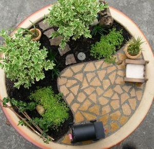 Very nice American style miniature fairy garden.  Even has a barbecue!  I like the trellis.