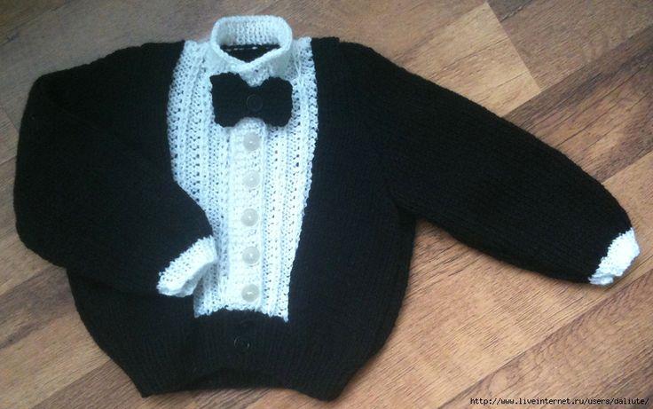 Olá amigas(os)!   Vejam que lindo esse casaquinho em trico para meninos....   com gravatinha...um charme!!    FONTE   Daliute           ...