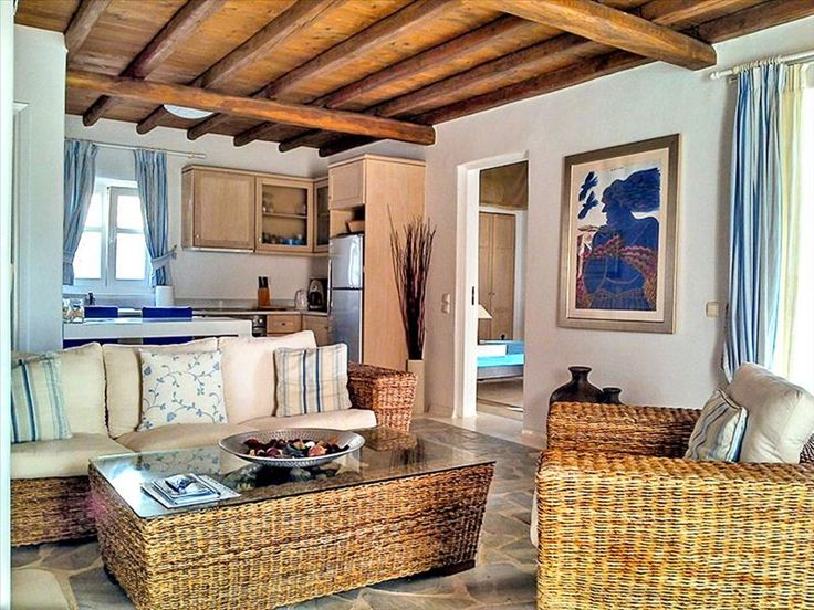 Таунхаусы/Дуплексы в Миконос,  Греция. 107 кв.м. Продается таунхаус площадью 107 кв.м на острове Миконос. Таyнхаус расположен на 2 уровнях. Первый уровень состоит из гостиной, одной кухонной комнаты, одной ванной комнаты. Второй уровень состоит из 2 спальных комнат, 2 в