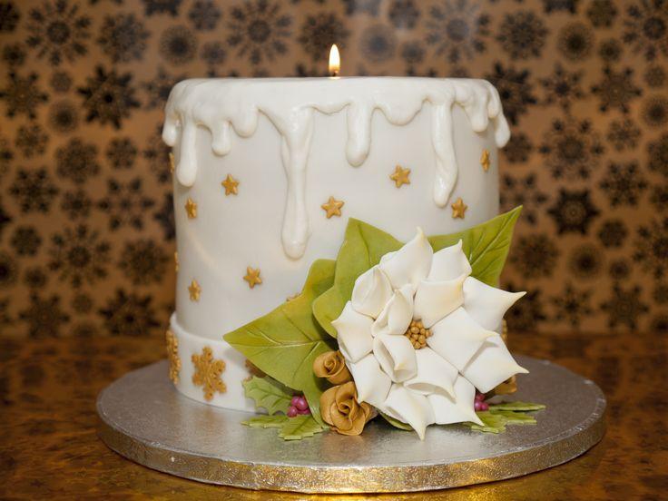 Pastel vela de navidad. Pastel con cobertura y decoración de fondant simulando una vela de centro de mesa de navidad. https://www.facebook.com/1724486131135979/videos/1725229991061593/