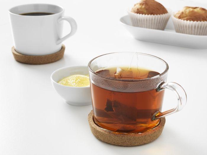 1. De thee glazen en onderzetters 2. De hoge water glazen 3. De koffiebekers en onderzetters.