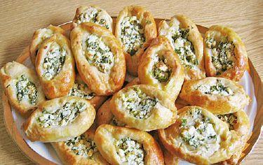 Leckere Schafskäse Brötchen, schmecken warm gut zu frischem Salat sind aber auch…