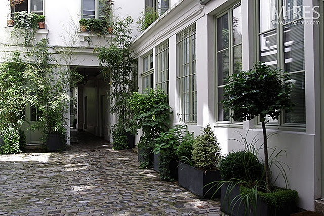 Best 25 french courtyard ideas on pinterest italian for French country courtyard