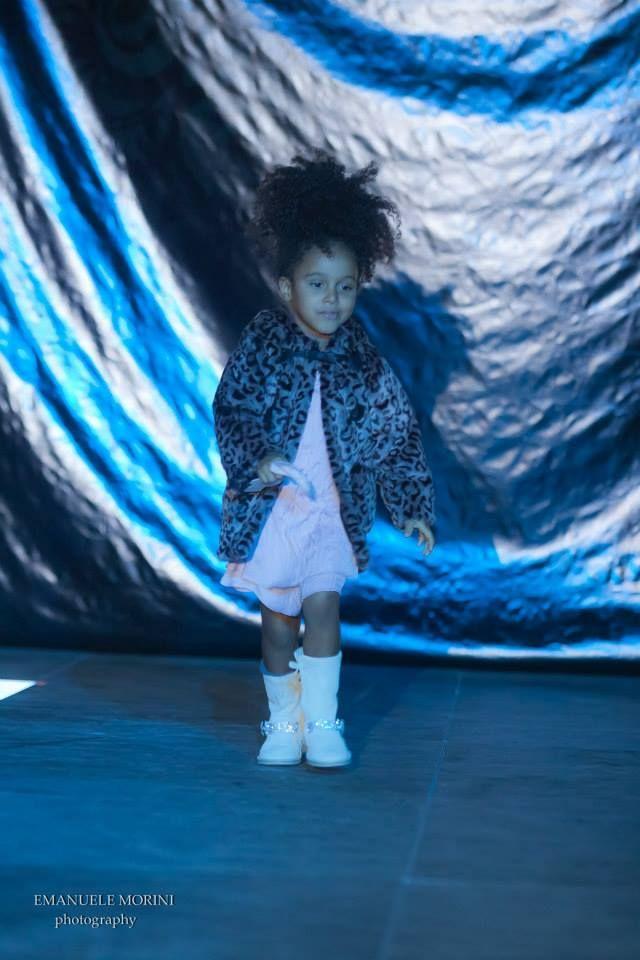 Defilè in Centro di Tutù Abbigliamento 0-14:  Sophie indossa capi di abbigliamento di Lili Gaufrette