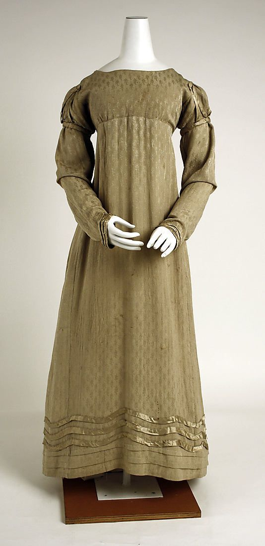 Dress (part of a visiting ensemble), ca. 1818, American, silk. In The Metropolitan Museum of Art collection.