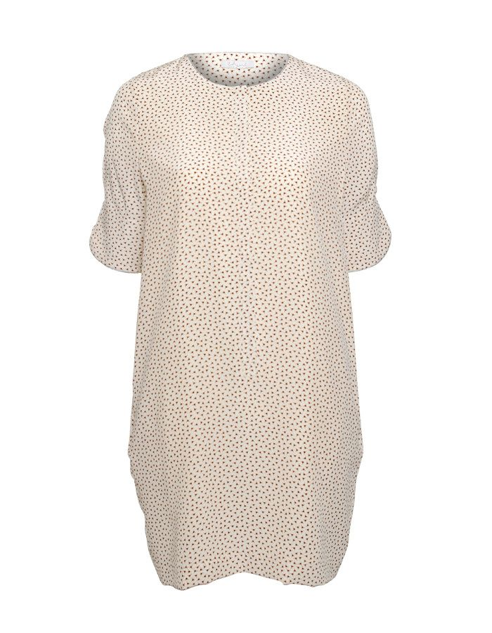 This in front buttoned silk dress in nude has golden details along the neckline and sleeves. The silk fabric has a delicate print allover, which makes this dress by iHeart the perfect match to Your cool leather jacket.  Available online: http://www.sofinah.fi/product/307/dress-iris-nude